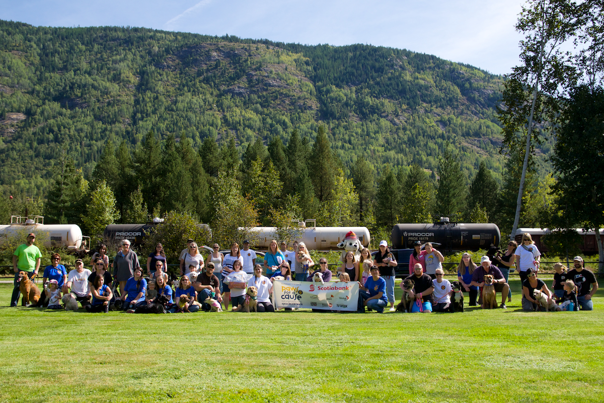 2014 Paws for a Cause Trail: Group Photo